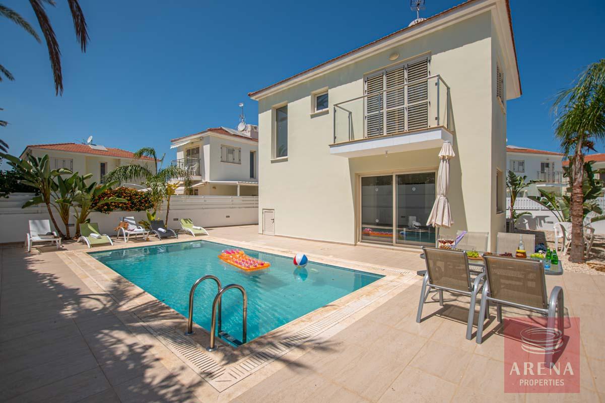 3 bed villa in pernera