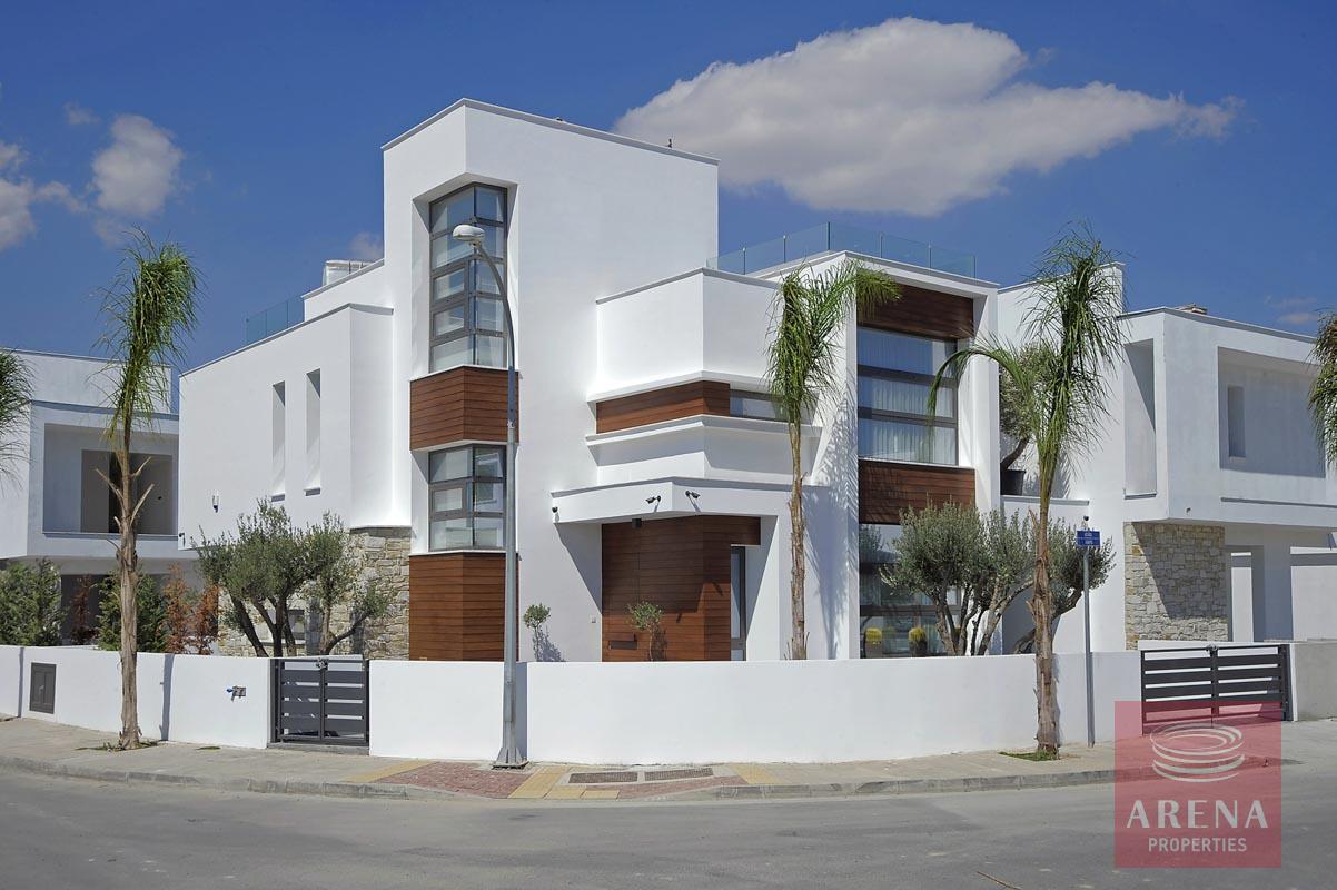 5 bed villa in dekelia
