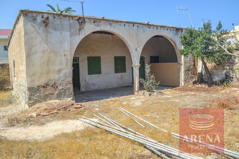 Derynia vintage property