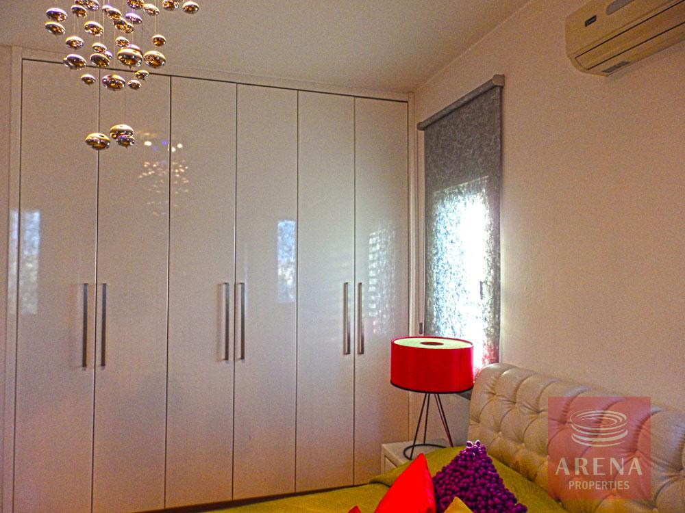 Townhouse in Latsia for sale - bedroom