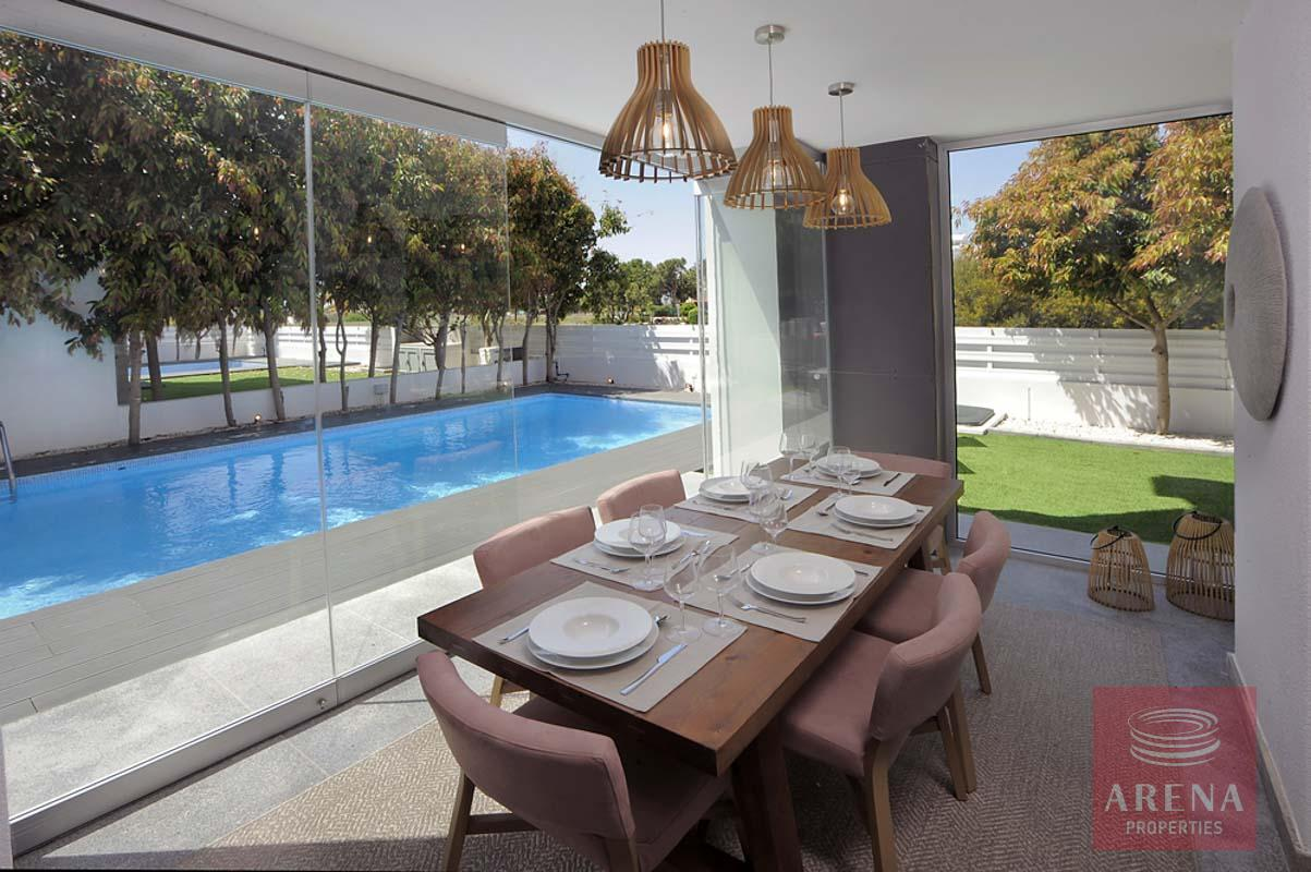 3 bed villa in pervolia - dining area