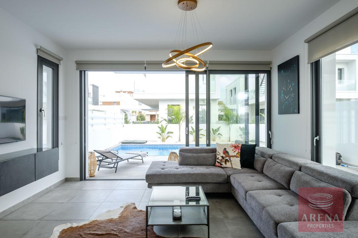 5 bed villa in dekelia - living area