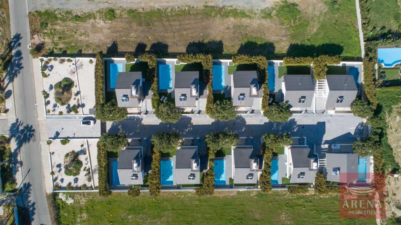 villas in pervolia