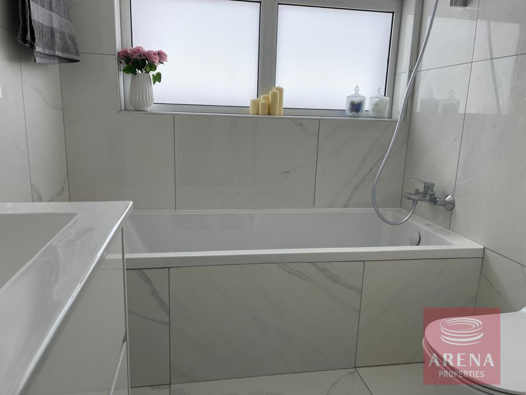 New luxury villa in Ayia Triada - bathroom