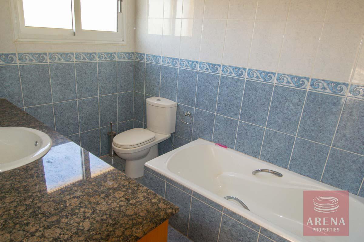 Villa in Pernera to buy - bathroom