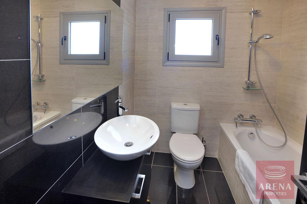 3 bed villa in pervolia - bathroom