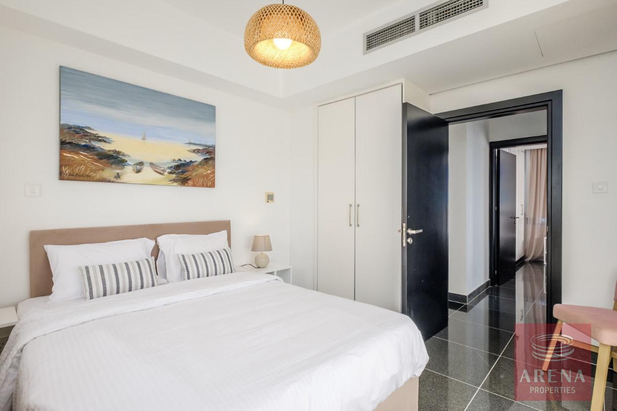 villa to buy - bedroom