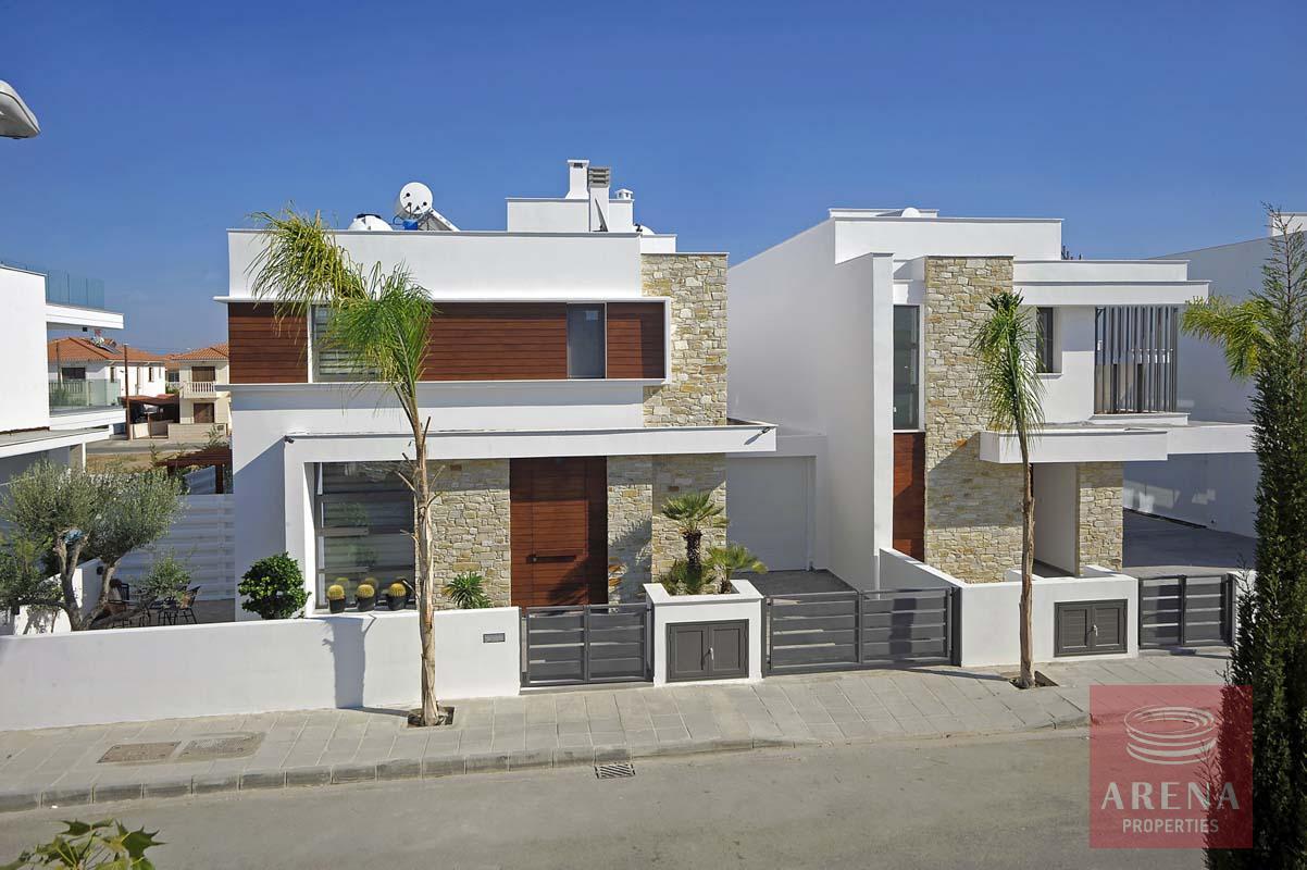 new 5 bed villa in dekelia