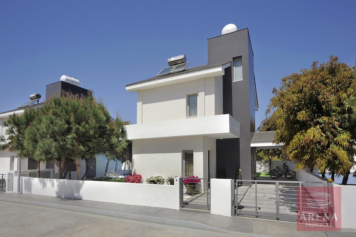 buy villa in pervolia