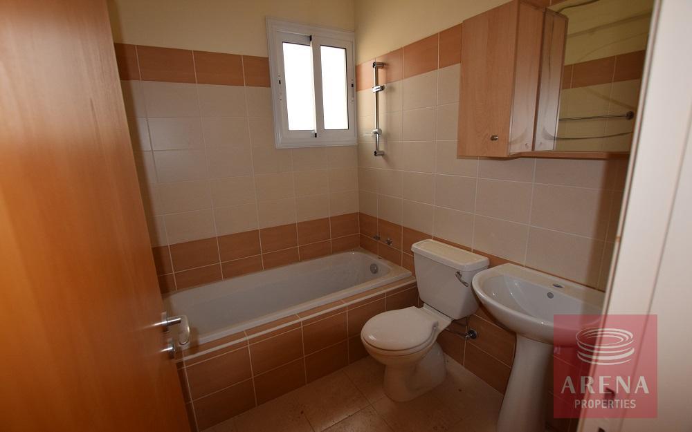 Apartment in Tersefanou - bathroom