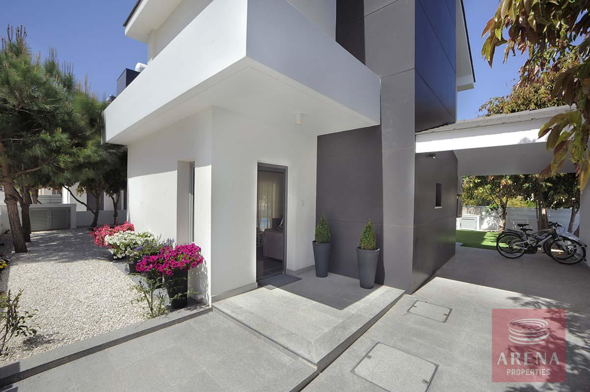 house in pervolia