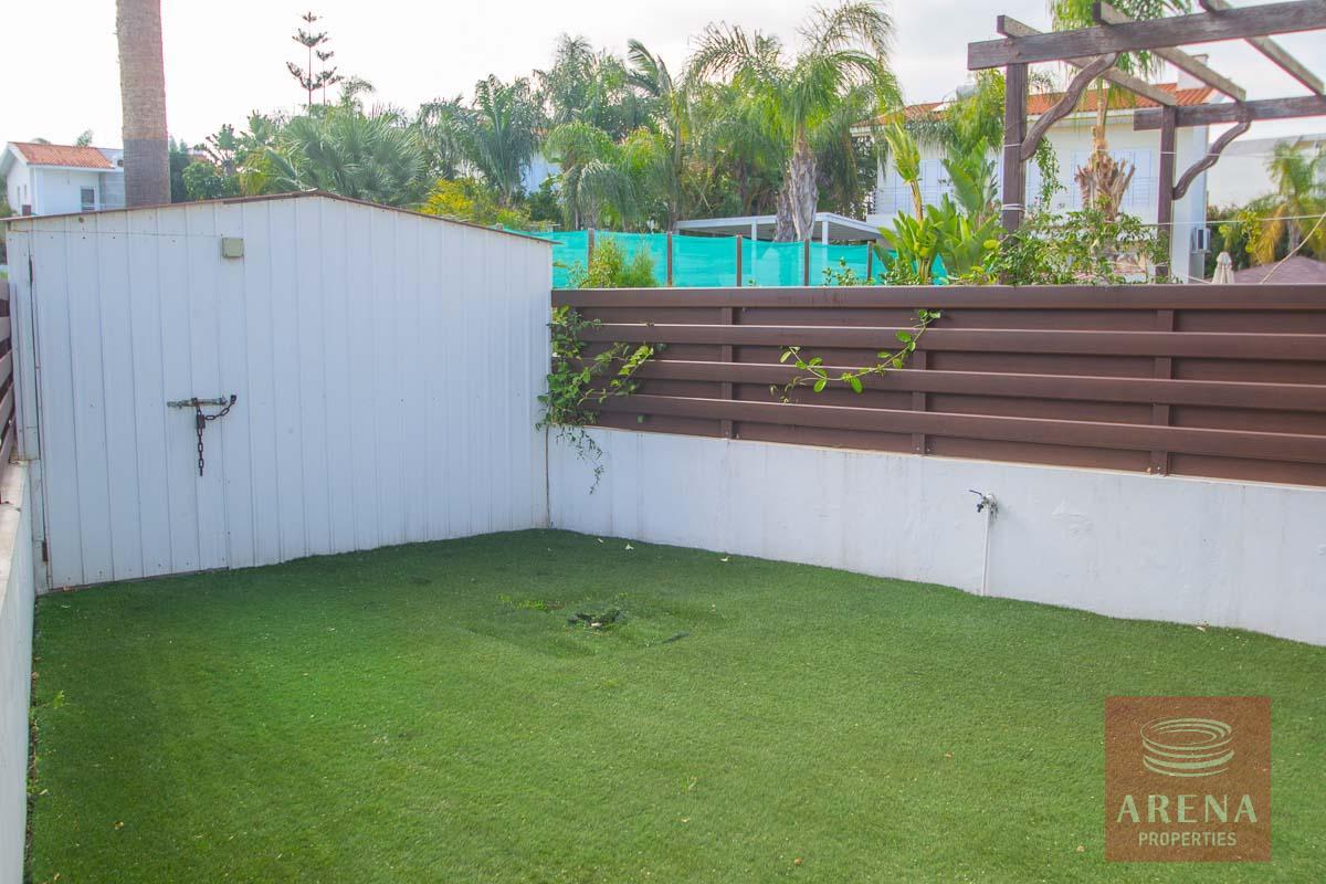 Villa for rent in Protaras - garden