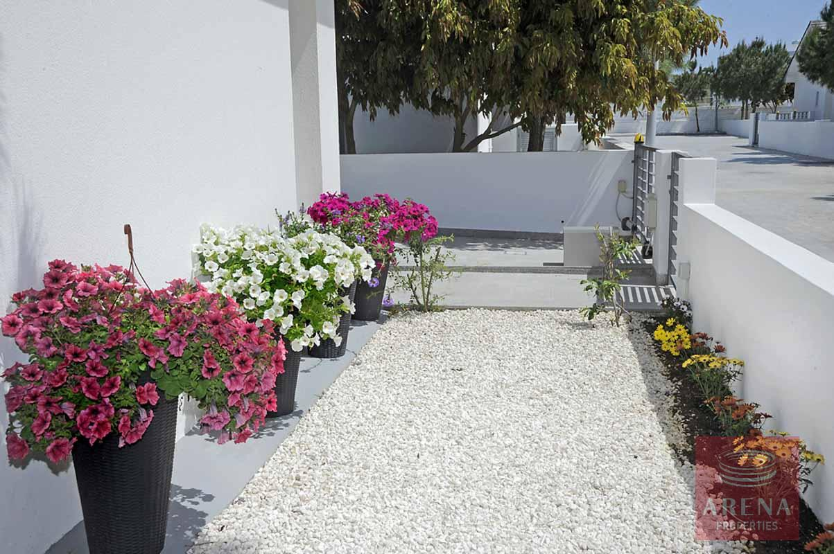 3 bed house in pervolia