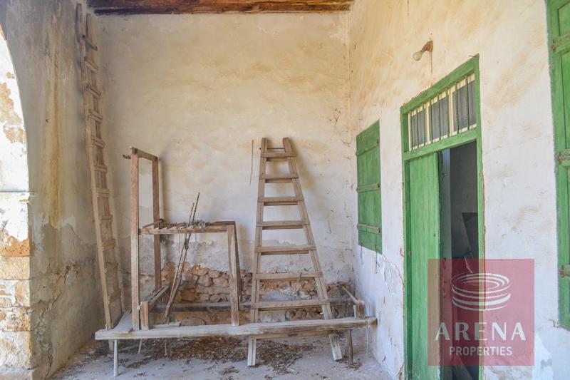 Buy vintage property in Derynia
