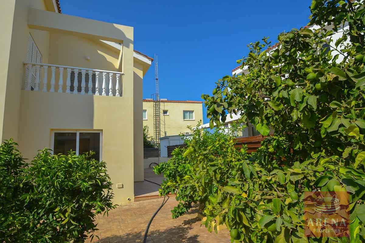 Villa in Pernera to buy - garden