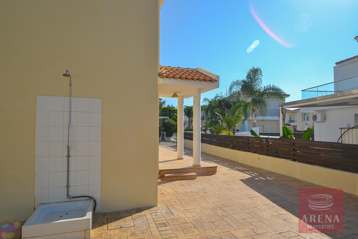 Buy villa in pernera