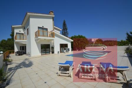 5 bed villa in pernera