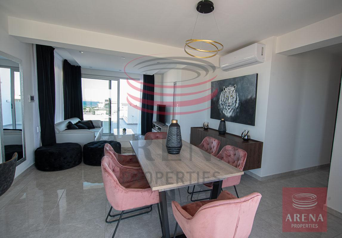Penthouse for rent in Makenzie - dining area
