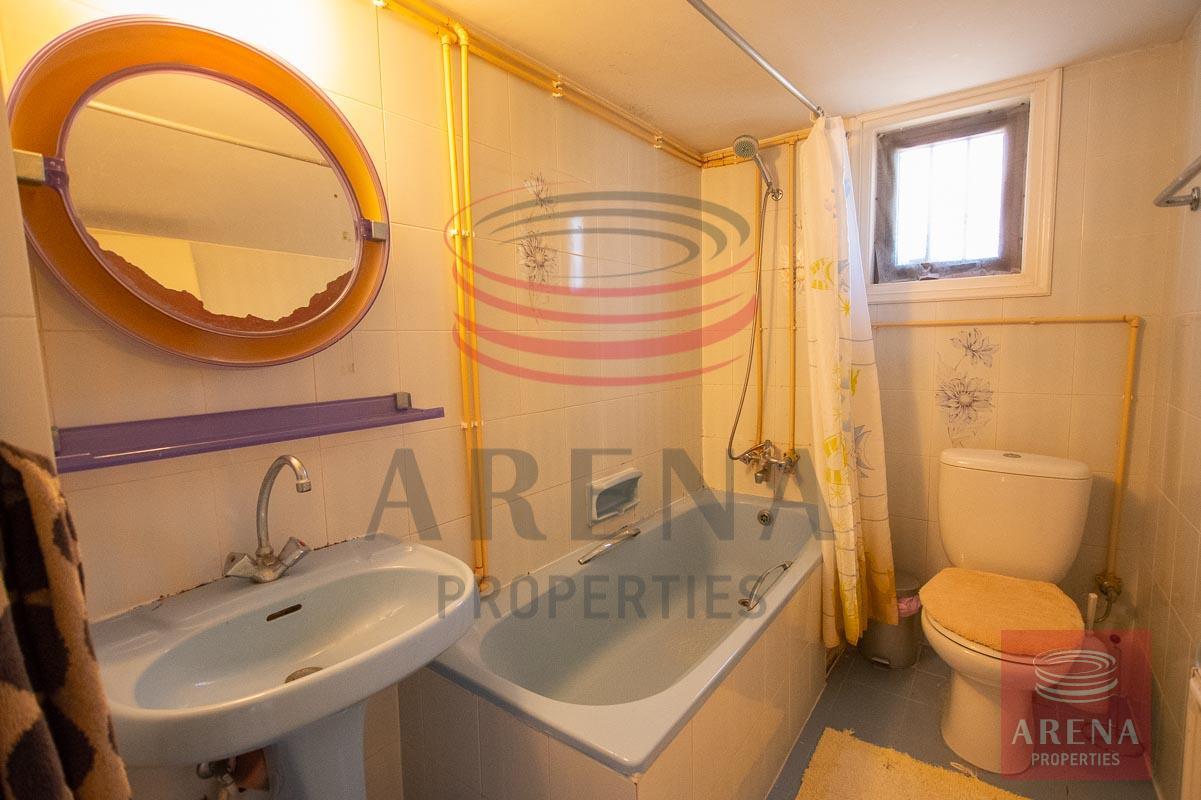 3 bed apt in Paralimni for rent - bathroom