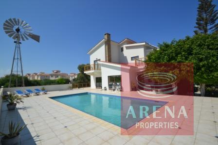 5 bed villa in pernera for sale