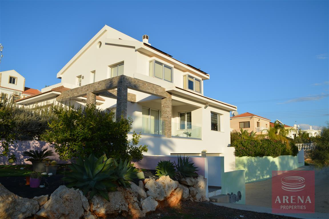 4 bed villa in kokkinos gremmos for sale