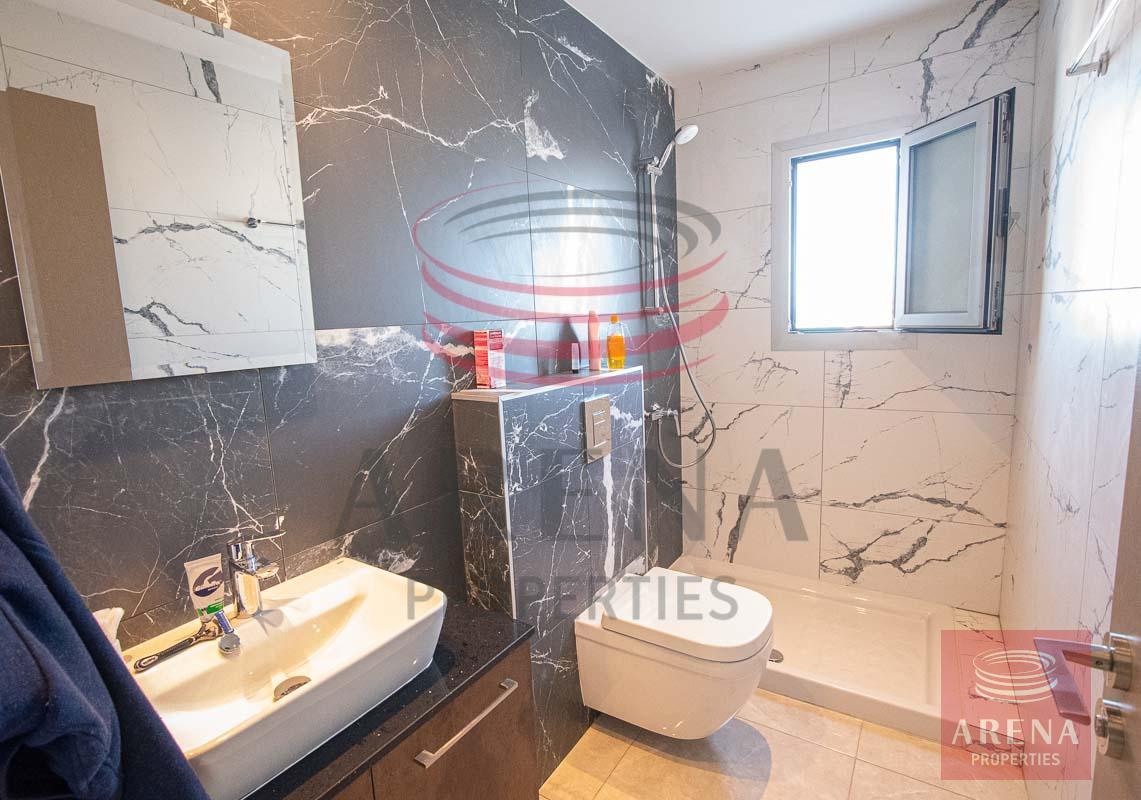 Rent apartment in Makenzite - en-suite