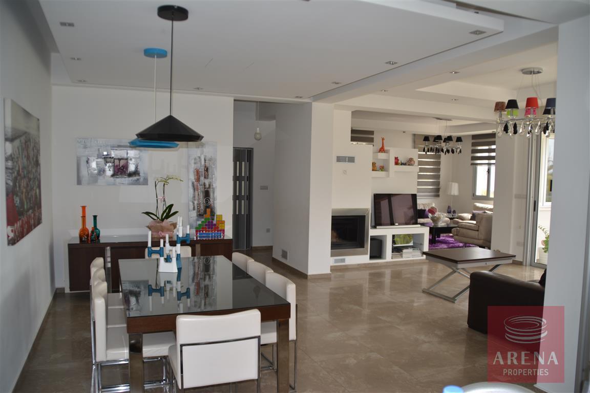 4 bed villa in kokkinos gremmos - dining area