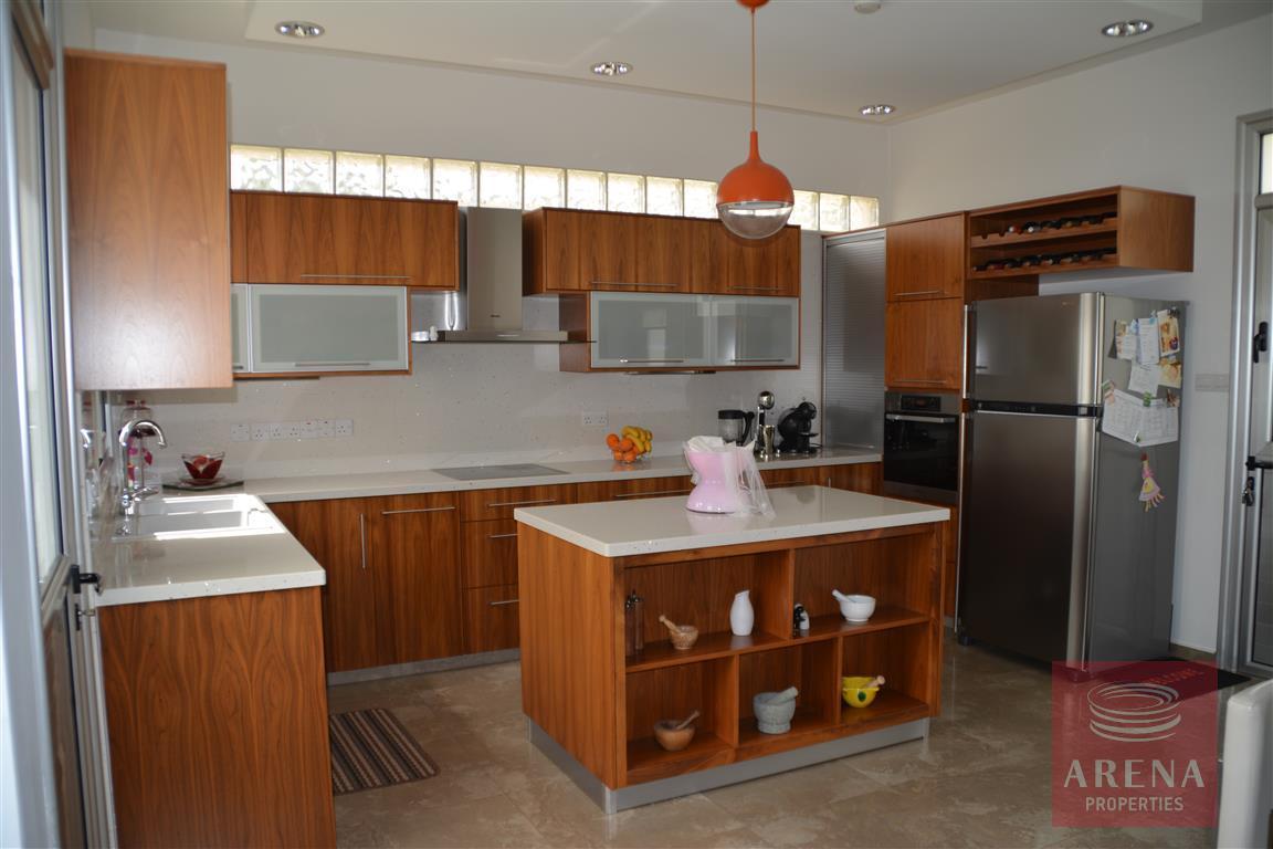 4 bed villa in kokkinos gremmos - kitchen