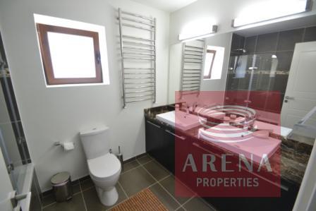 5 bed villa in pernera - bathroom