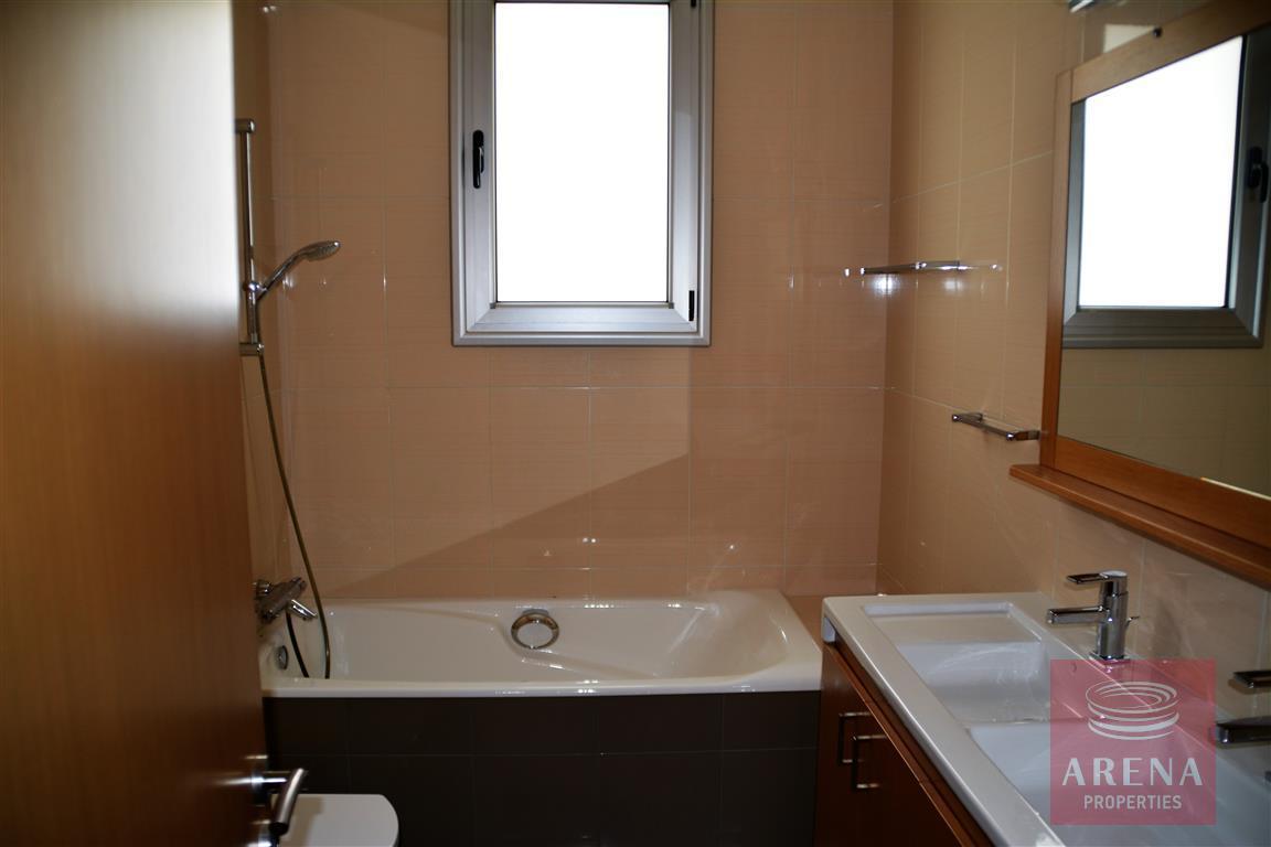 4 bed villa in kokkinos gremmos - bathroom