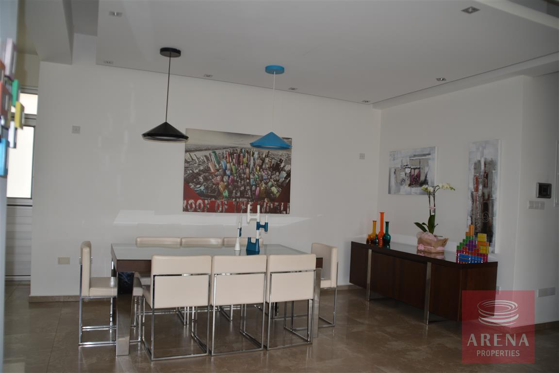 villa for sale - dining area