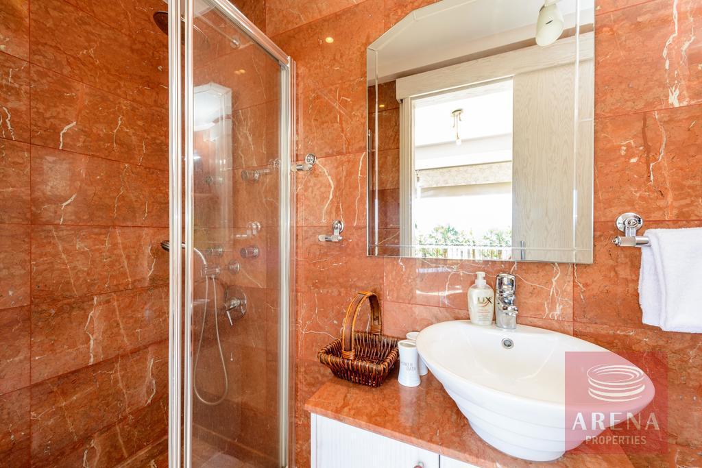 buy villa in ayia thekla - bathroom