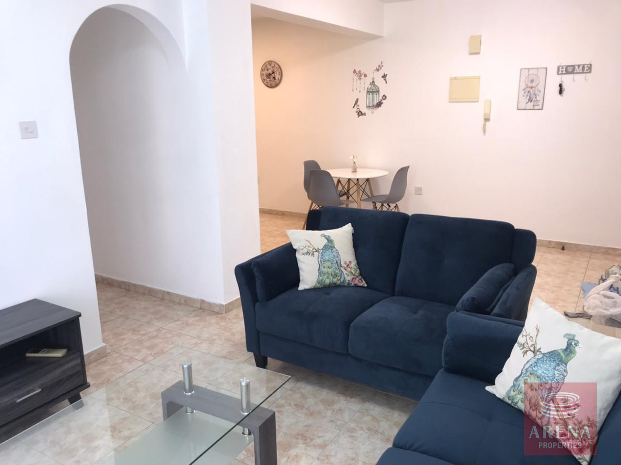 2 bes apt for rent in Makenzie - living room