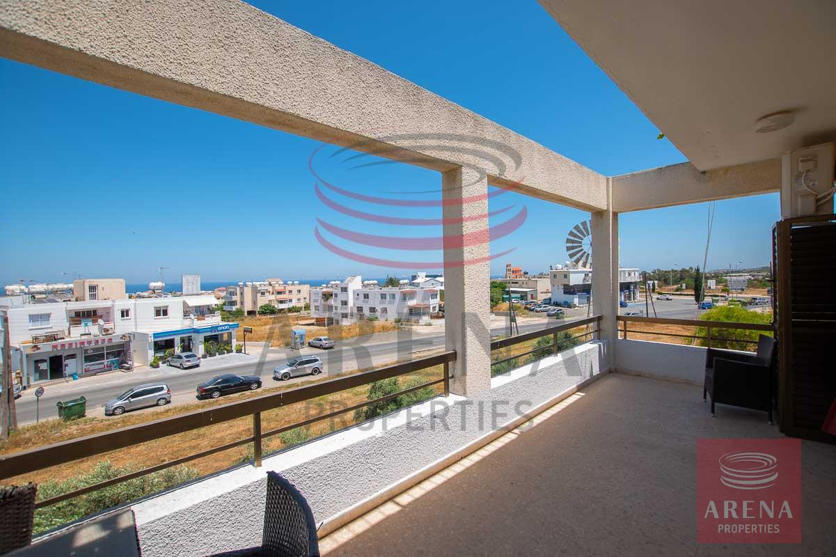 3 bed apt in Paralimni for rent - balcony