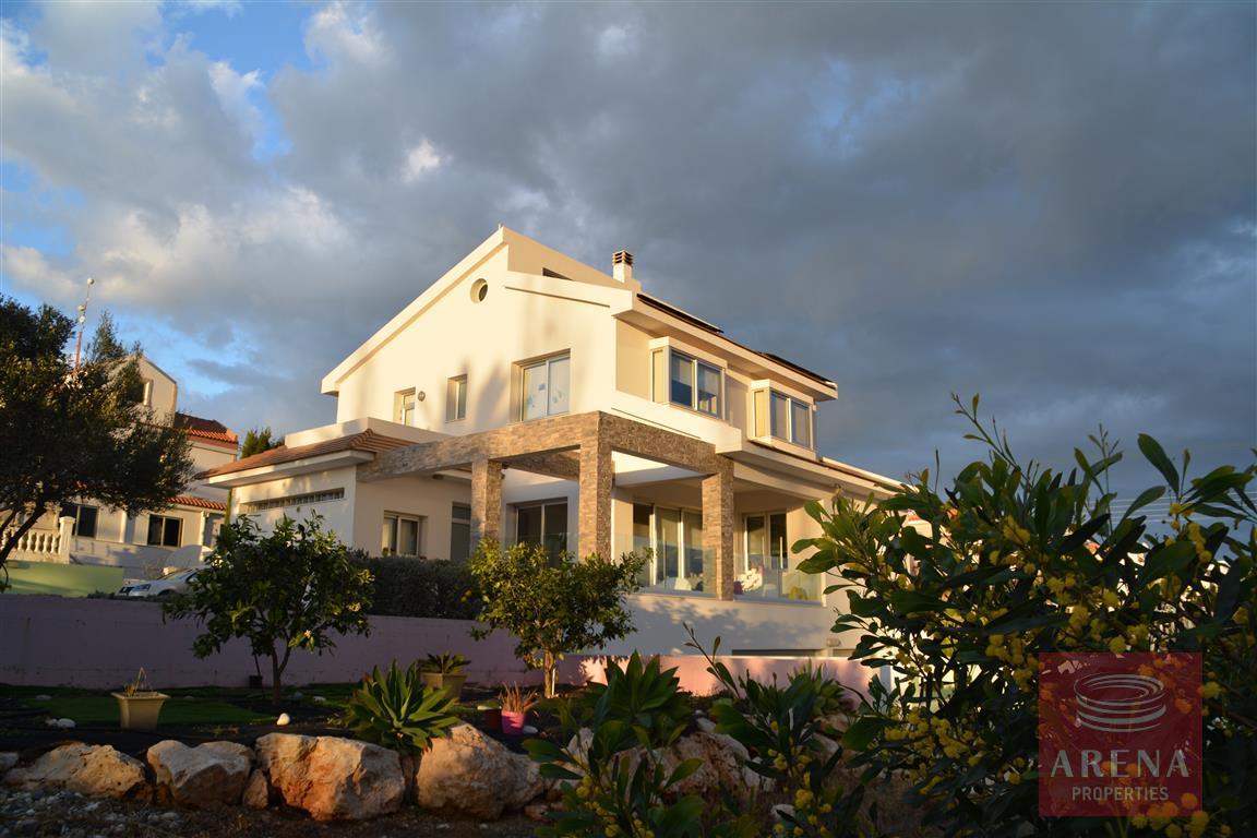4 bed villa in kokkinos gremmos to buy