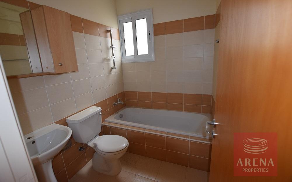3 bed flat in tersefanou - bathroom