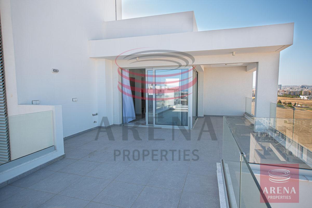 Penthouse for rent in Makenzie - veranda