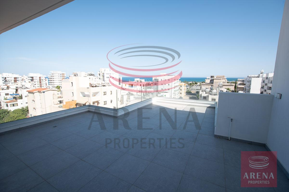Penthouse for rent in Makenzie - veranda with sea views