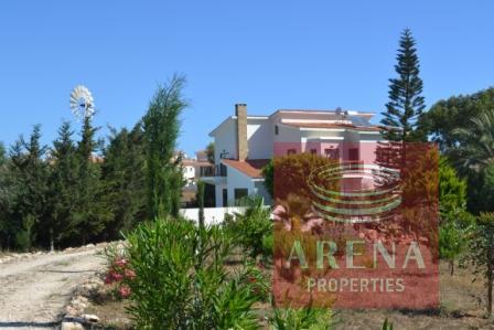 villa in pernera for sale