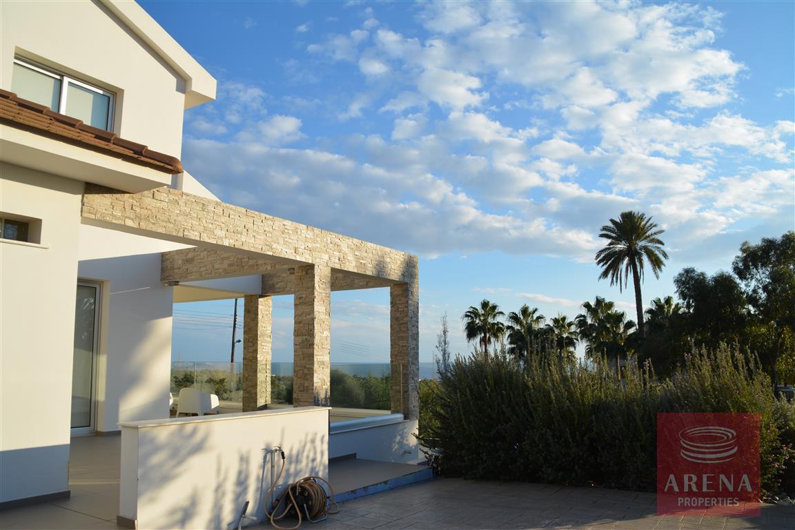 for sale villa in kokkinos gremmos