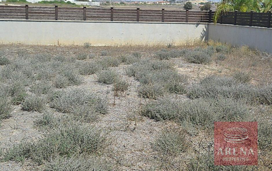 pyla 4 bed villa to buy - garden