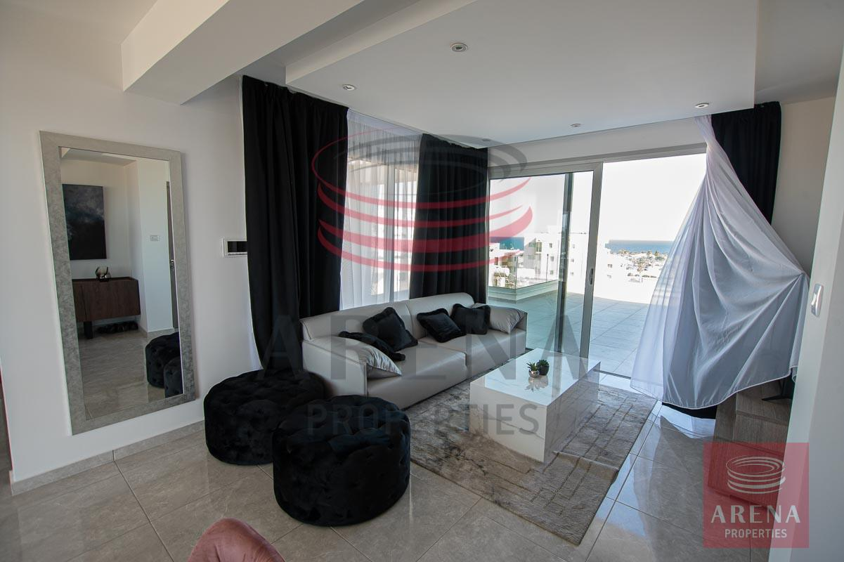 Penthouse for rent in Makenzie - living room