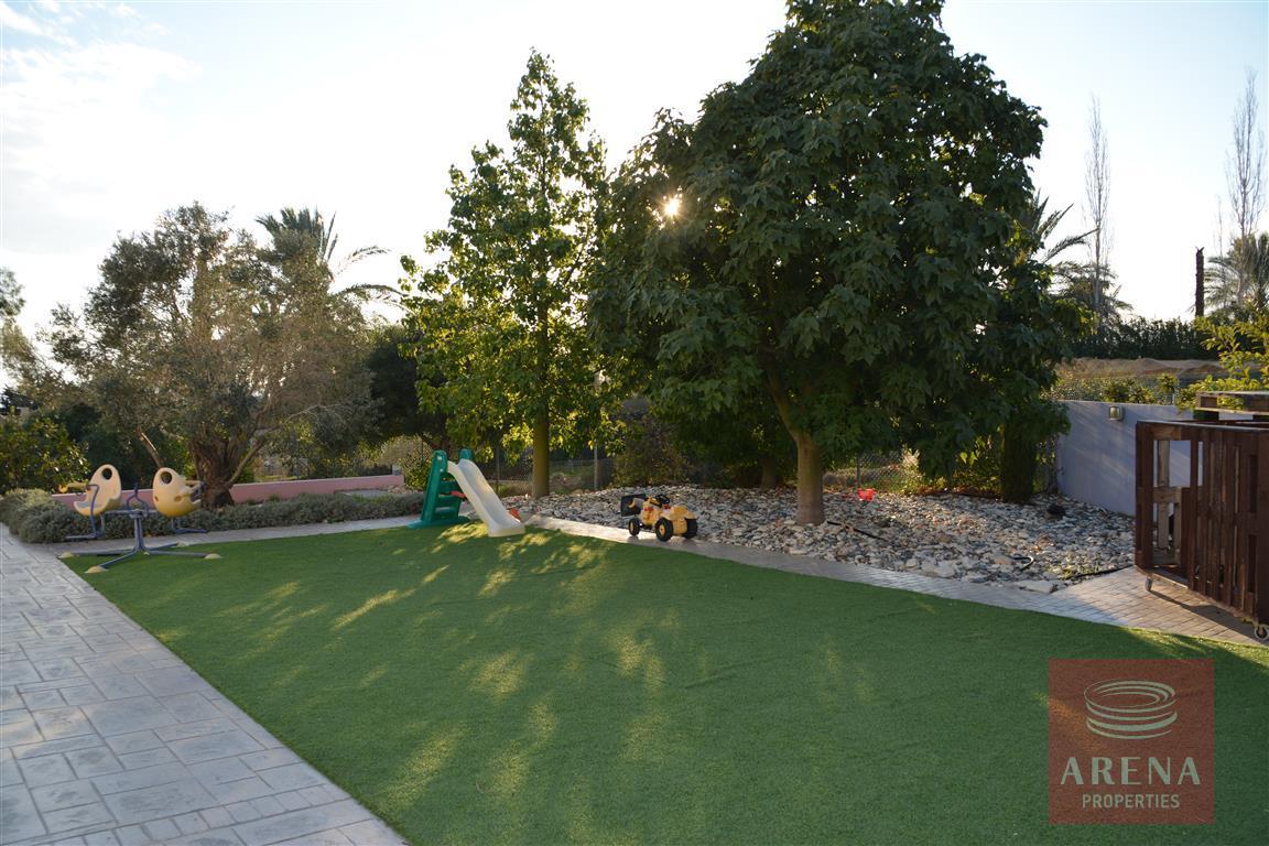 4 bed villa in kokkinos gremmos - garden