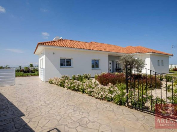 8-bungalow-vrysoulles-to-buy