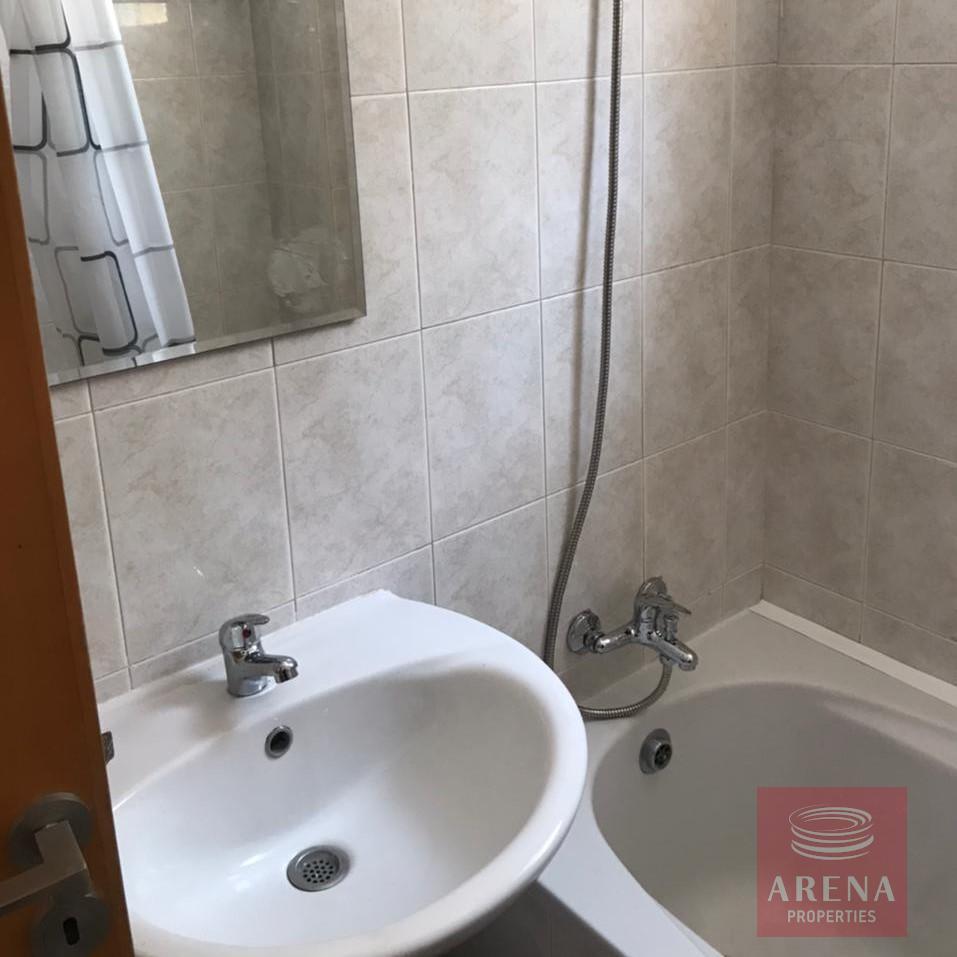 2 bes apt for rent in Makenzie - bathroom