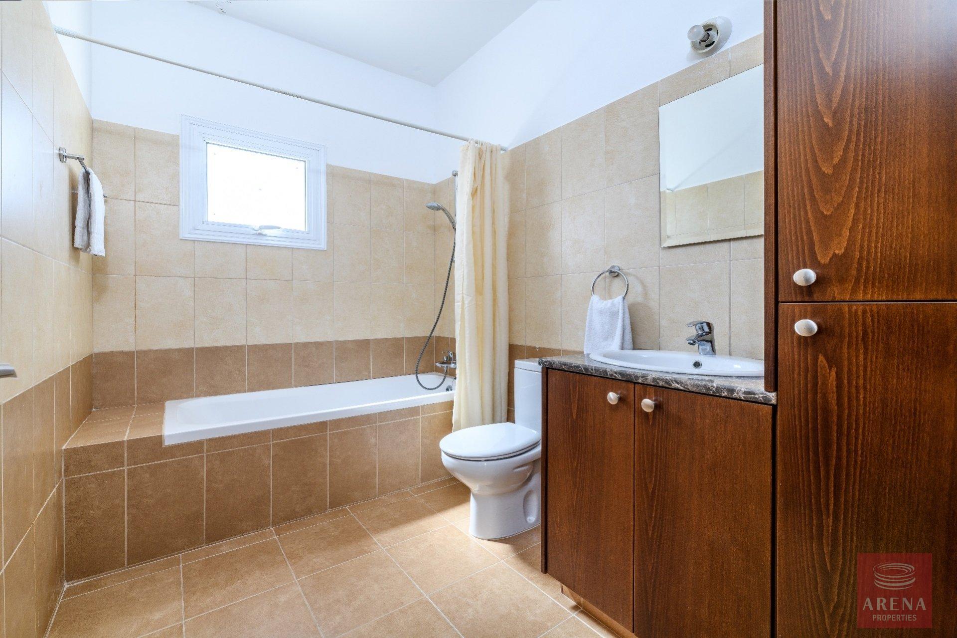 semi-detached house in paralimni - bathroom