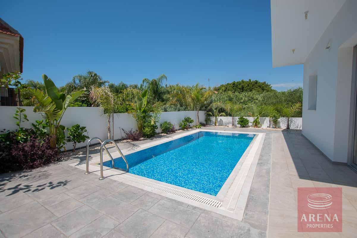 Villa in Kapparis for sale - swimming pool