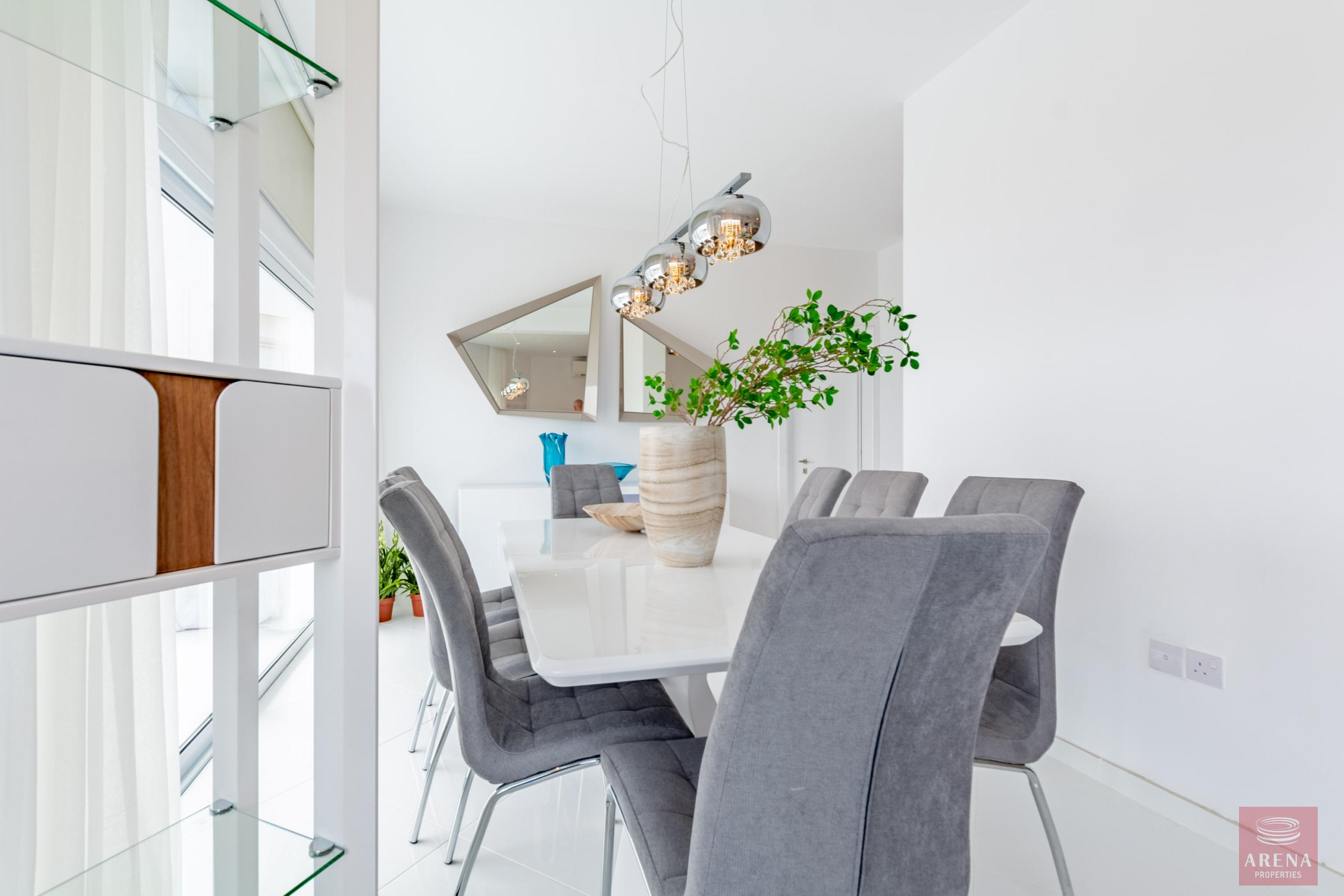 Apartment in Ayia Triada to buy