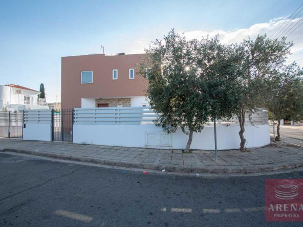 1-HOUSE-FOR-SALE-paralimni-4252