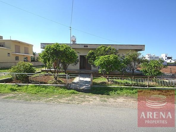 1-bungalow-for-sale-in-derynia-2807